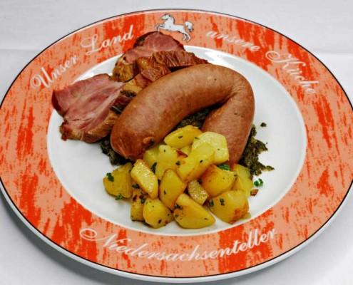 Grünkohl mit Bauchfleisch und Bregenwurst
