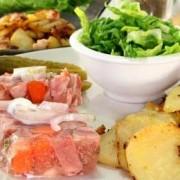 Sauerfleisch mit Bratkartoffeln